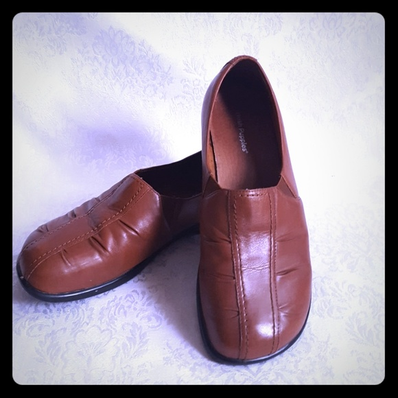 2d61662787b Hush Puppies Shoes - 8 1 2 Wide Like New! Leather Loafers